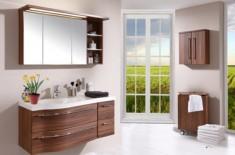 Навесные шкафчики с зеркалом в ванную – универсальное решение