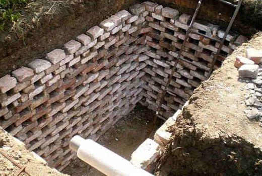 канализационная яма из кирпичей