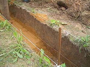ров для трубы канализации