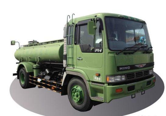 зеленая машина для откачки канализации