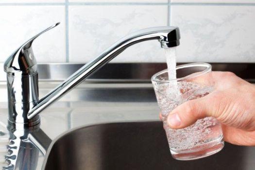 чистая водопроводная вода из крана