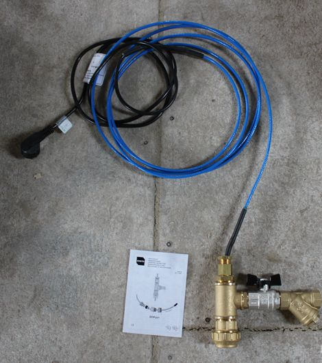 греющий кабель вмонтирован в трубу