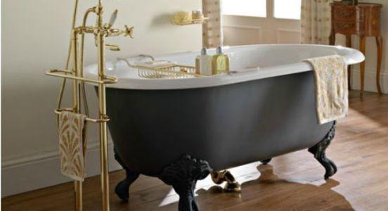 чугунная ванна в комнате