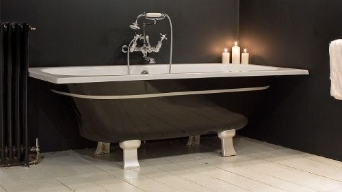 черная чугунная ванна