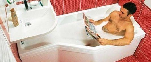 с журналом лежа в ванной