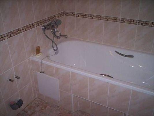акриловая вставка после установки в ванную