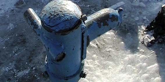 замороженные трубы под землей