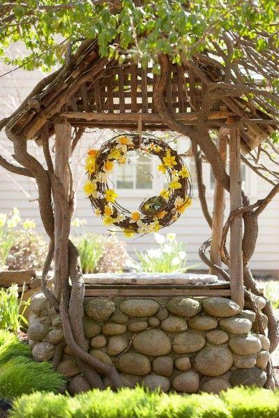 колодец декорированный плетением