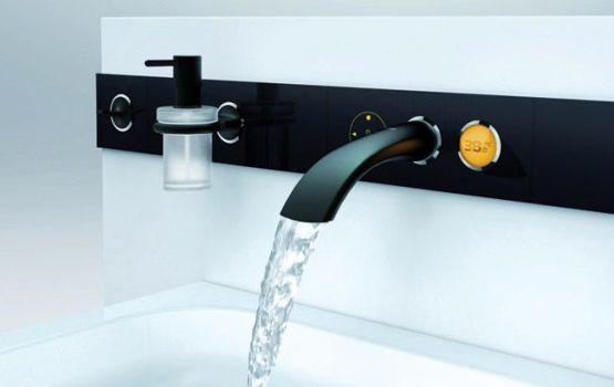 современный смеситель для ванной
