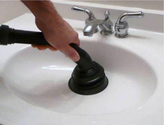 прочистить засор с помощью пылесоса