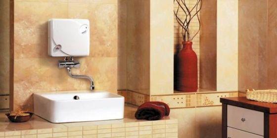 проточный водонагреватель в ванной