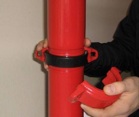соединение пожарной трубы муфтой