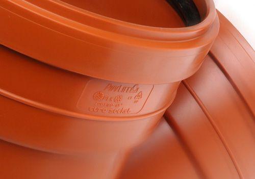 маркировка рыжих пластиковых труб