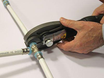 монтаж трубопровода из металлопластиковых труб