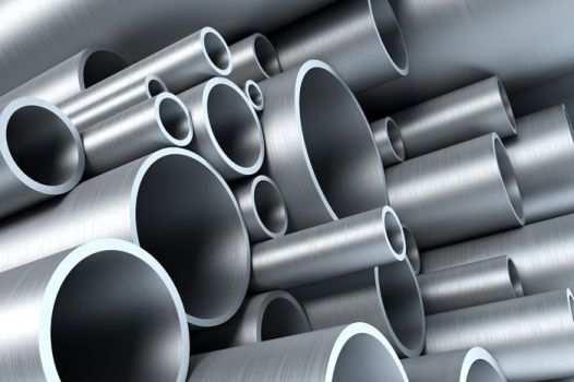 стальные трубы разных размеров и диаметров