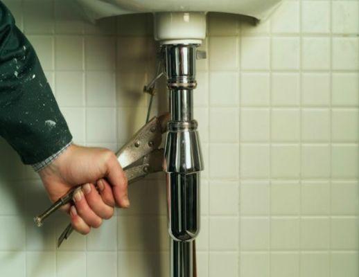 замена трубы под раковиной в ванной