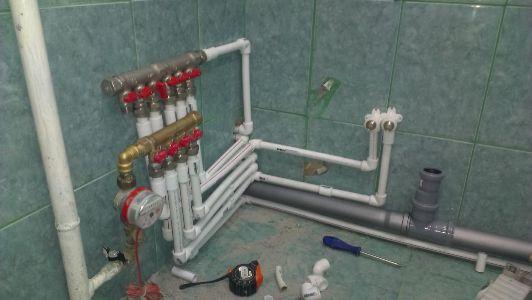 разводка металлопластиковых труб в ванной и туалете
